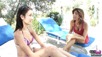 Mature stepmom pussylicking teenage beauty