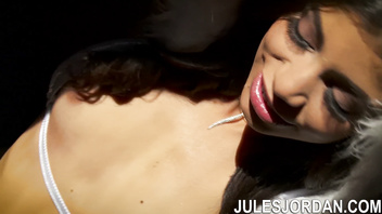 Jules Jordan - Veronica Rodriguez Hot Latina Squirting