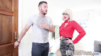 MILF Savana Styles smashed by muscular gardener