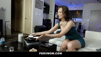PervMom - Beautiful Milf Gives A Hot Birthday Blowjob