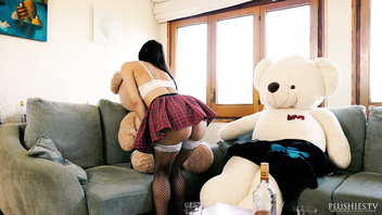 Italian porno star Valentina Bianco in hard core 3 some with 2 teddy bears