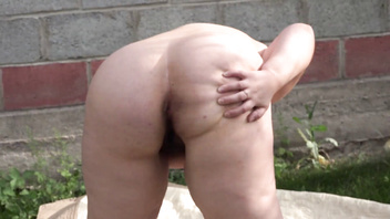 Anal masturbation in the garden outdoors, a bbw is entertained with a sex toy and shakes a big booty.