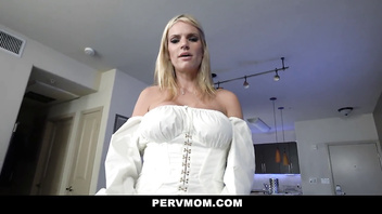 PervMom - Sexy Thick Blondes Share A Hot Load