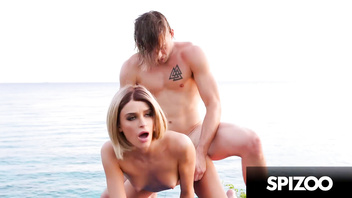 Stunning emma hix fucked in a tropical beach - spizoo
