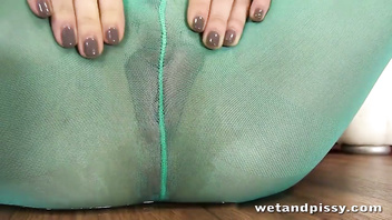 Sexy Henessy peeing through her green pantyhose