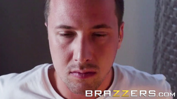 Brazzers - Amia Miley & Jessy Jones - Home invasion goes right