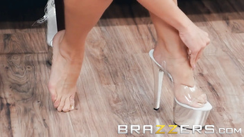 Brazzers - Blonde milf Mercedes Carrera strips to unwind