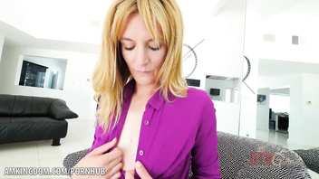 Mona Wales inserts toy into her tight pussy