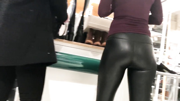 Hot sexy blonde MILF shows us her big ass in these tight leather leggings !
