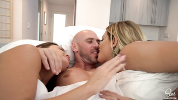 SinsLife - 3some Morning Sex w/ His 2 Hot Girlfriends & Creampie!