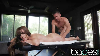 Babes - Teen Kimmy Granger gets dominated by big cock on the massage table