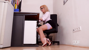 DDF Busty Hardcore Office Delivery Guy Bangs Busty Secretary