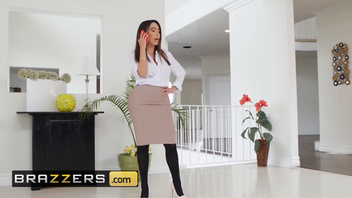 Brazzers - Dirty Masseur pounds thicc PAWG Lela Star