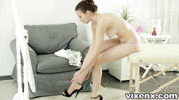 Vixenx Slim elegant Peachy massaged and fucked